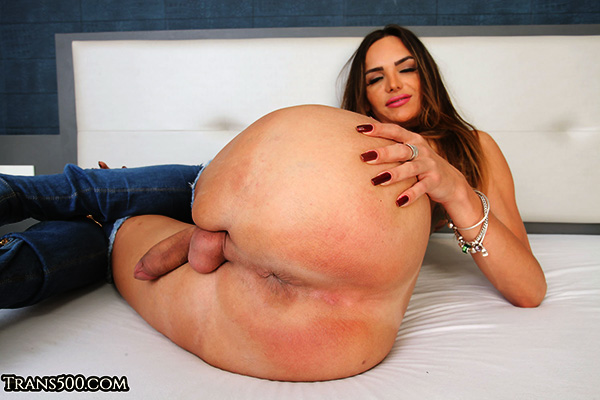 Big ass Tranny