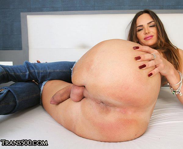 Big booty tranny